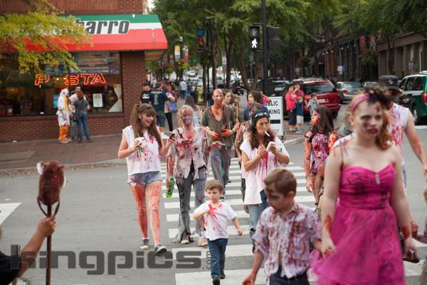 ZombieWalk2012131012174.jpg