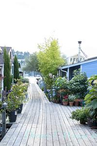 Houseboat gardens