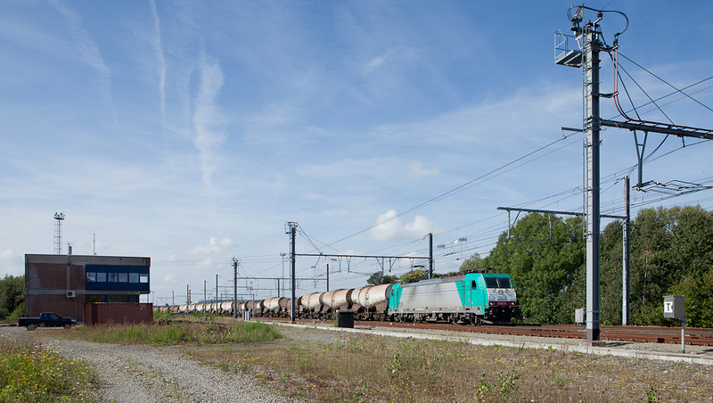 2828 leaves Montzen yard for Aachen with a kaolin tank car train in tow. Block 16 on the left now houses equipment for the remote interlocking here.