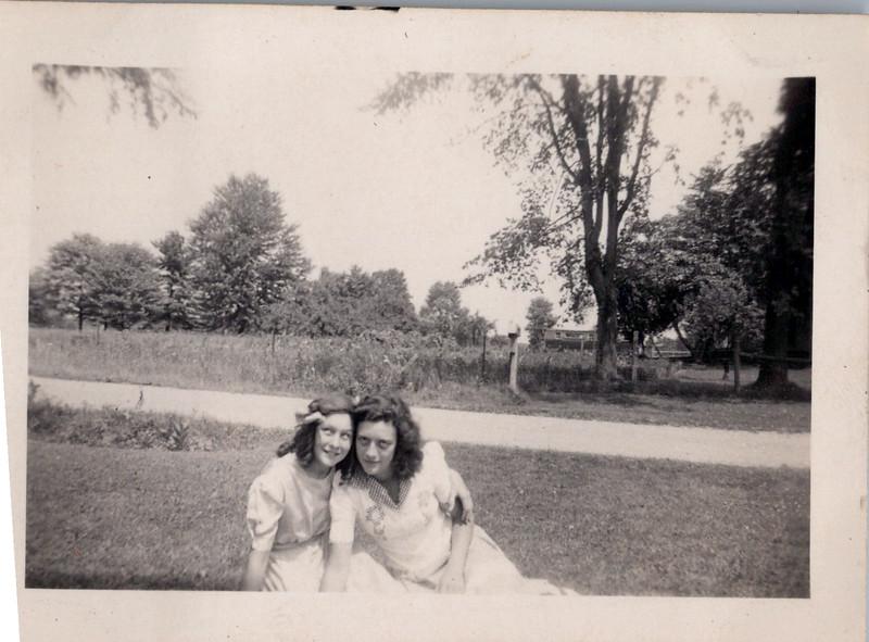 1942 Nelda and Vivian.jpeg