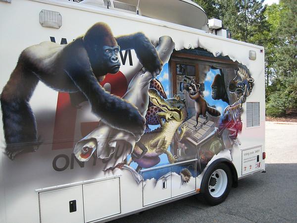 """Satellite """"Ape"""" Truck"""