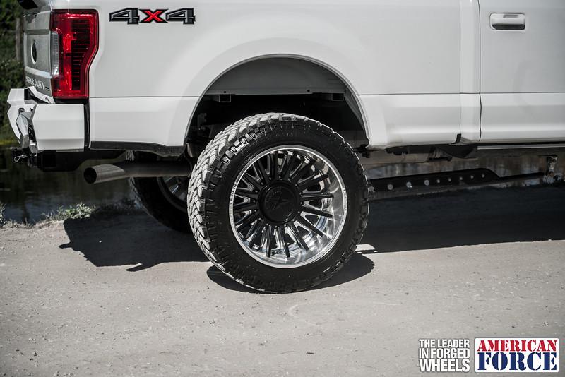 Champion4x4-Juan.S-White-2017-Ford-F250-Polish-Black-24x14-Tactical-Crown-WEB-180131-DSC00196-43.jpg