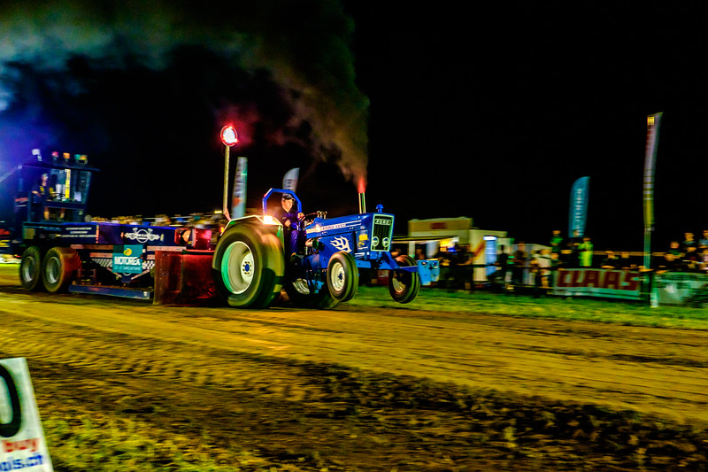 Tractor Pulling 2015-2420.jpg