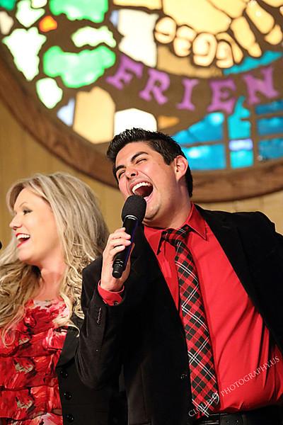 AMER-CMM 00037 Heritage Singers Lisa Jensen and Miguel Verazas perform before a church audience by Peter J Mancus.JPG