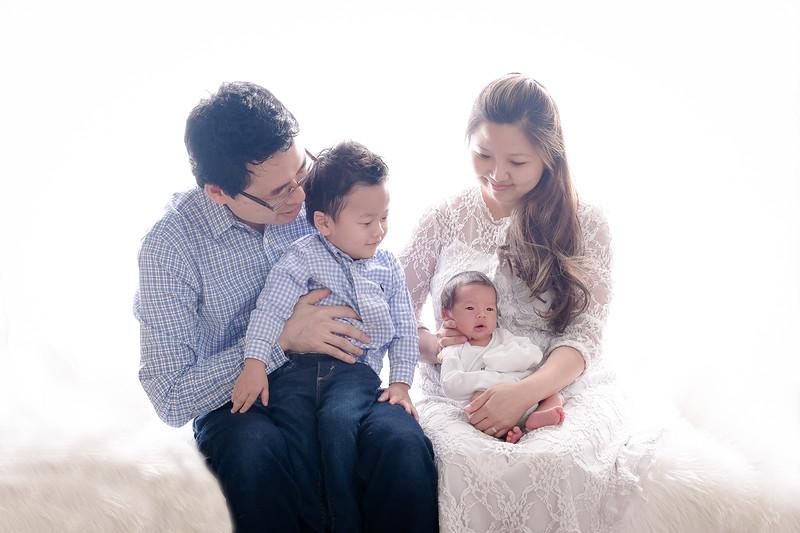 2017_12_10 Kim Family-0712-Edit.jpg