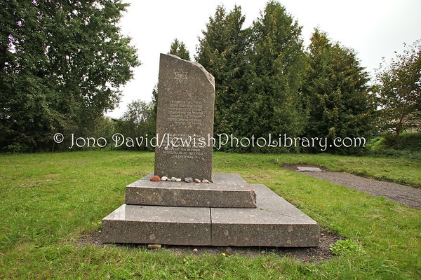 LITHUANIA, Rainiai. Mass burial grave. (9.2011)