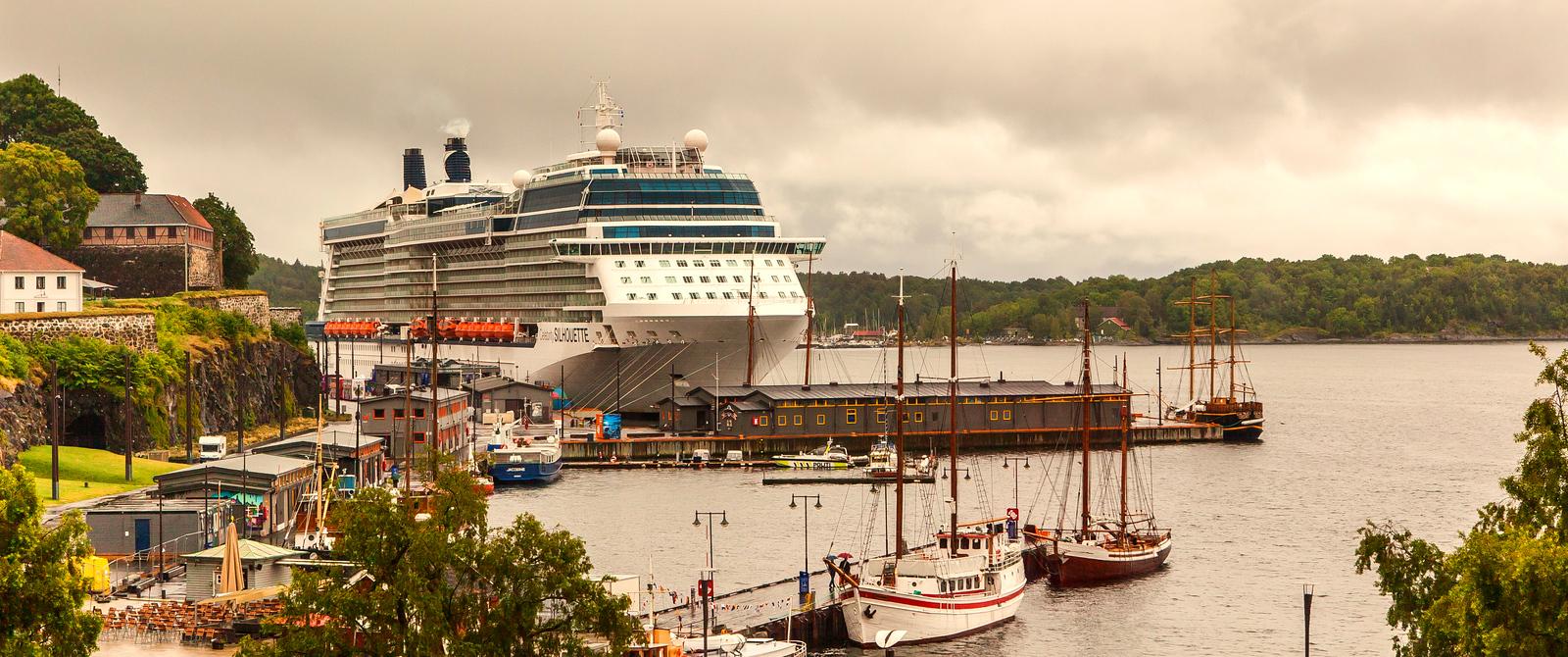 挪威奧塞羅,停靠的大遊船很出風頭