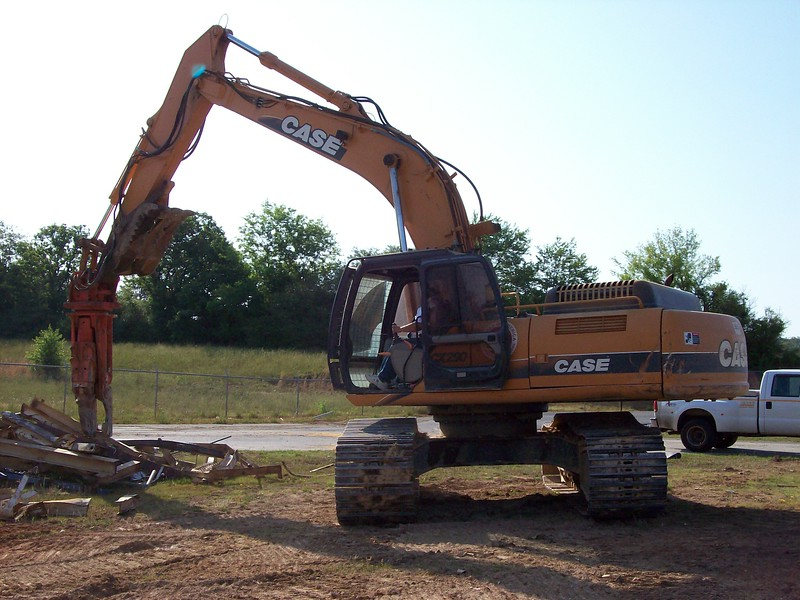 NPK M28K demolition shear on Case excavator-C&D recycling (9).jpg