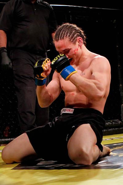 Nick Gonzales vs Derek Flok