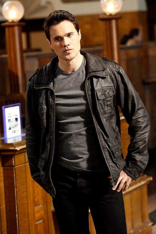 """. MARVEL\'S AGENTS OF S.H.I.E.L.D. - \""""Pilot\"""" (ABC/Justin Lubin) BRETT DALTON"""
