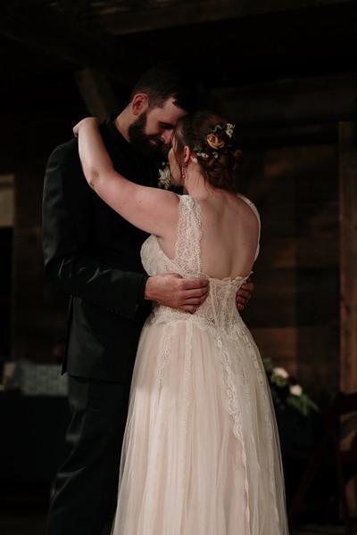 rustic_ohio__fall_barn_wedding-391.jpg