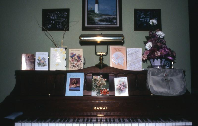 HCA-DXII-029-Elsies bday cards flower from Harold Nancy Aug 25th 1990.jpg