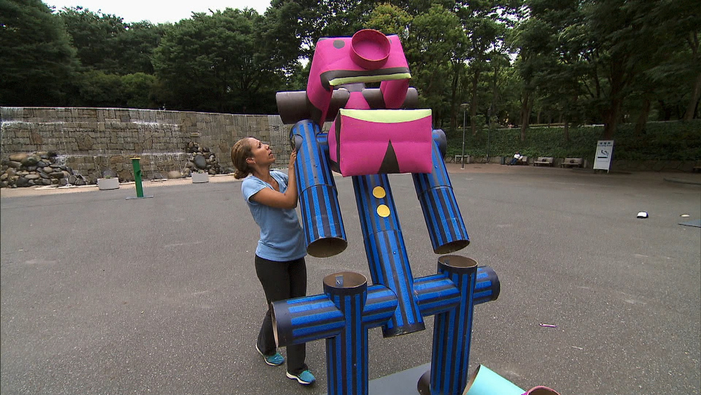 ". ""Amazing Race\""--In the Road Block, Married ER Doctor Nicole must build a giant robot in Shinjuku Central Park, Tokyo in order to receive the next clue on THE AMAZING RACE, Sunday, Dec. 8 (8:00-9:00 PM, ET/PT) on the CBS Television Network. Photo: CBS©2013 CBS Broadcasting, Inc. All Rights Reserved"
