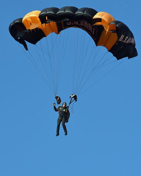 Golden Knights Army parachute team 02.jpg