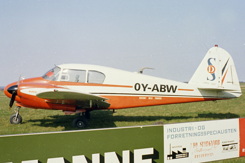 OY-ABW-PiperPA-23-160ApacheG-Private-Fredericia-1971-N11-16-KBVPCollection.jpg