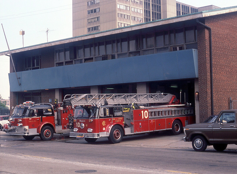 CHICAGO  ENGINE 4  SPARE  ALFCO AND TRUCK 10  SEAGRAVE  100'.jpg