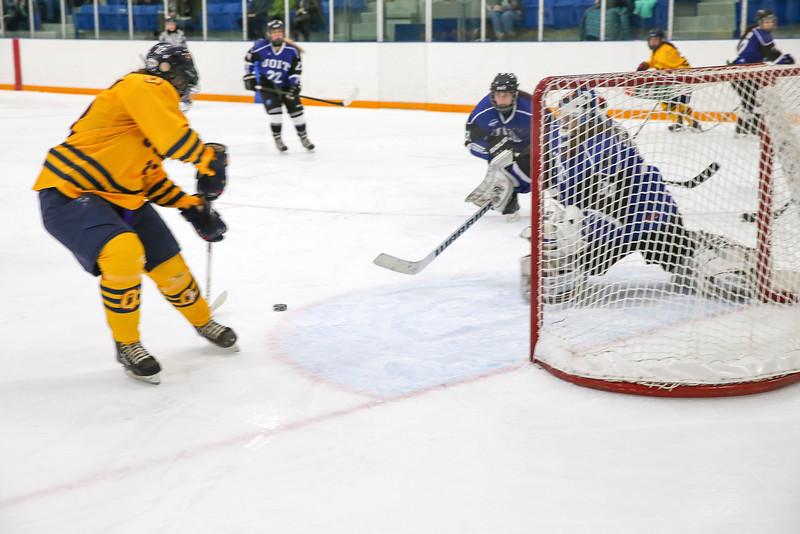 20150129 QWHockeyatUOIT 1090.JPG