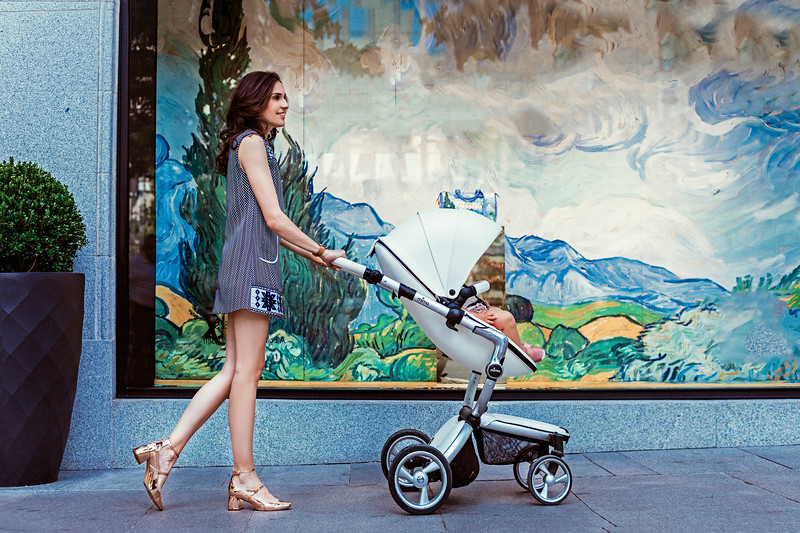 Mima_Xari_Lifestyle_Snow_White_Rose_Gold_Chassis_Mum_In_Blue_Dress_Side_View.jpg
