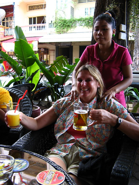 Cindy enjoys a shoulder massage and beer just before heading to the airport - all arranged by Smiling Albino of course