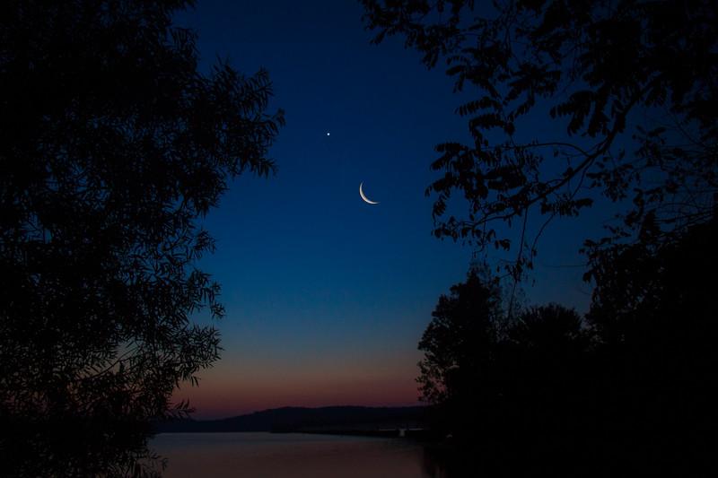 7.20.17 - HWY 12 Bridge: Luna and Venus rising.