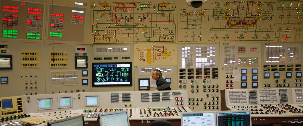 . An employee works in the central control room during a nuclear accident simulation as part of a safety regulations exercise at Nuclear Power Plant Dukovany in Dukovany March 26, 2013.     REUTERS/David W Cerny