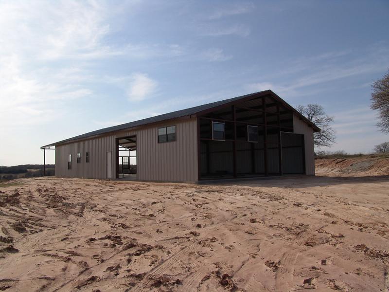 Barn's steel erection
