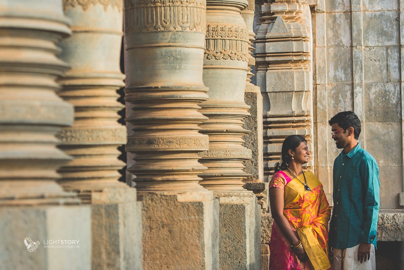 LightStory-CoupleShoot-Hassan-Bangalore-Hoysaleswara-Halebidu-Sunflowers-064.jpg