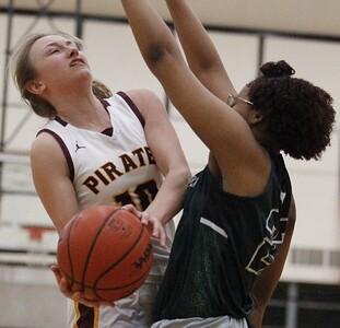 HS Sports - Riverview - Cass Tech Girls Basketball Regional