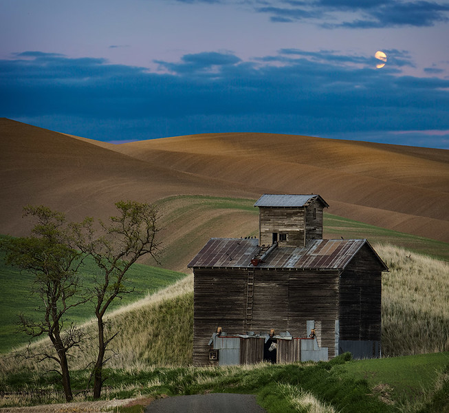 Barn & Moon.jpg