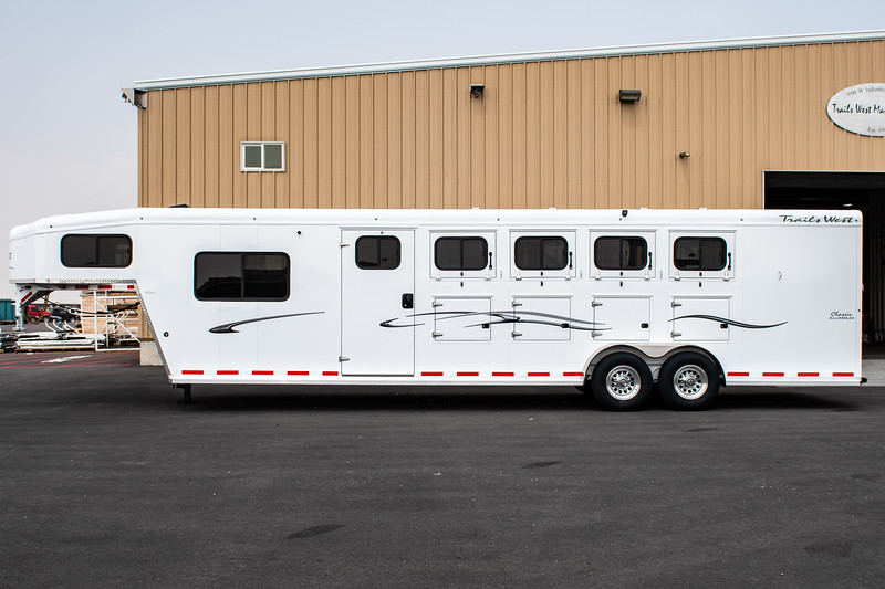 2019 TW Horse Trailers & Tack Rooms-135.jpg