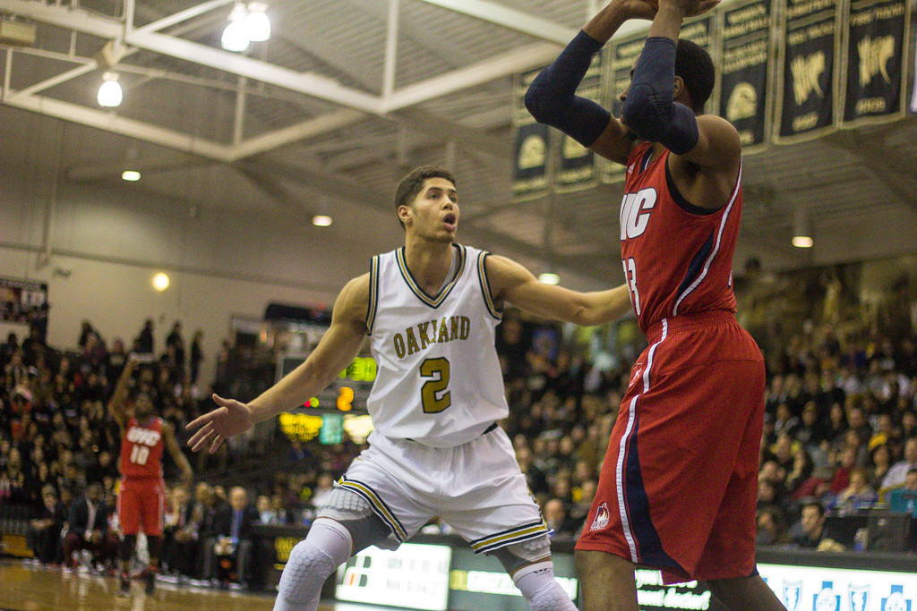 . Williams attempts to defend his UIC opponent. Photos by Dylan Dulberg/The Oakland Press