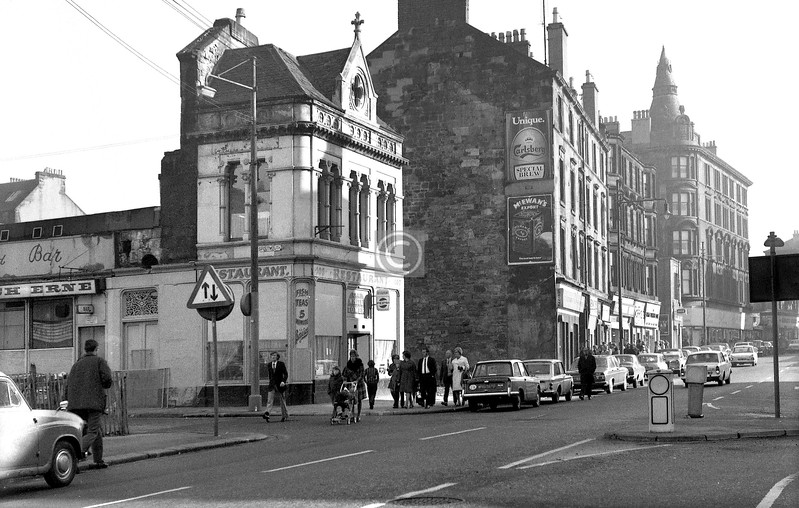 Corner of Spoutmouth and Gallowgate.   The White Tower Restaurant and the Loch Erne Bar occupied what remained of this ornate little building.    October 1973
