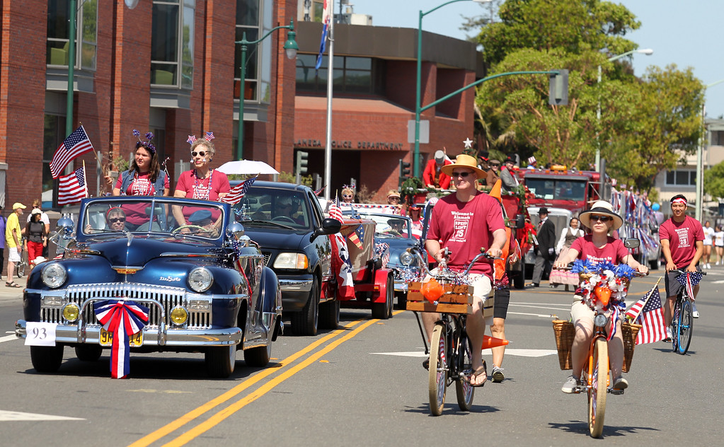 . Classic cars take part in the Alameda Mayor\'s July 4th Parade in Alameda, Calif., on Thursday, July 4, 2013. (Ray Chavez/Bay Area News Group)