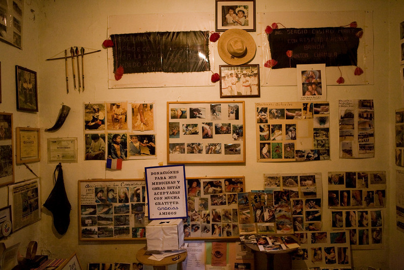 Cette salle regroupe de nombreuses photos, des textes de reconnaissances et de témoignages de l'action de Sergio.