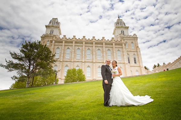 Aaron & Amanda at the Manti Utah Temple