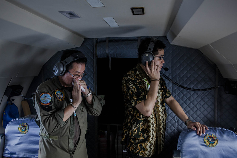 . A relative of a passenger joins members of the search team as they look out over the waters of the Java Sea near Pangkalan Bun, Kalimantan on December 30, 2014 in Surabaya, Indonesia. Debris and dead bodies have reportedly been sighted in the Java Sea during search operations for the missing AirAsia flight QZ 8501. AirAsia flight QZ8501 from Surabaya to Singapore, with 162 people on board, lost contact with air traffic control at 07:24 a.m. local time on December 28. (Photo by Ulet Ifansasti/Getty Images)