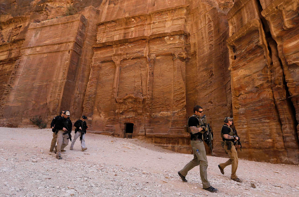 . Members of the U.S. Secret Service Counter Assault Team survey a path before U.S. President Barack Obama walks through it during his tour of the ancient historic and archaeological site of Petra March 23, 2013. Obama visited Jordan\'s ancient city of Petra on Saturday as he wrapped up a four-day Middle East tour by setting aside weighty diplomatic matters and playing tourist for a day. REUTERS/Larry Downing