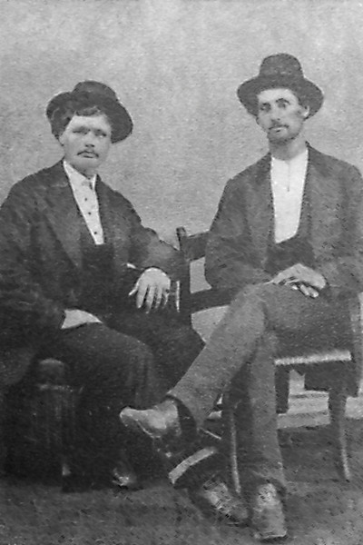 Harry Siddons on left Charly Siddons on right.jpg