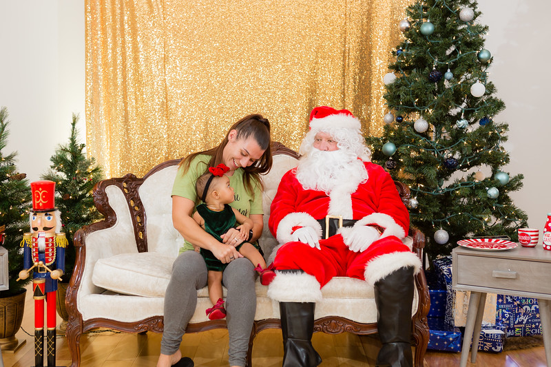 FADS Picture with Santa-176.jpg