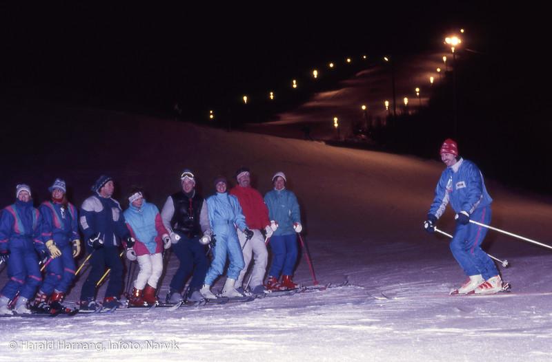 Slalomkurs i Fagernesfjellet. Instruktør og kursdeltakere.