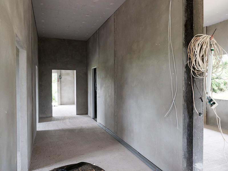 wide hallway.jpg