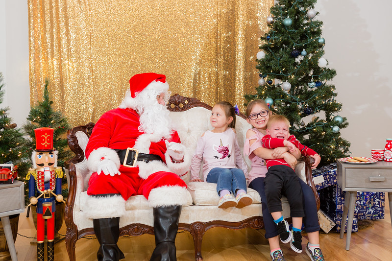 FADS Picture with Santa-239.jpg