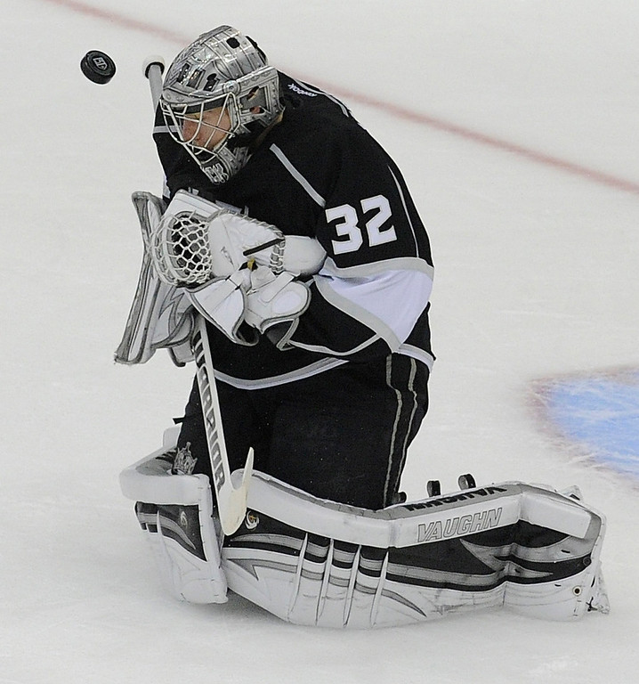 . Kings#32 Jonathan Quick stops the puck in the first period. The Kings played the Chicago Blackhawks in the 3rd game of the Western Conference Finals. Los Angeles, CA 6/4/2013(John McCoy/LA Daily News4
