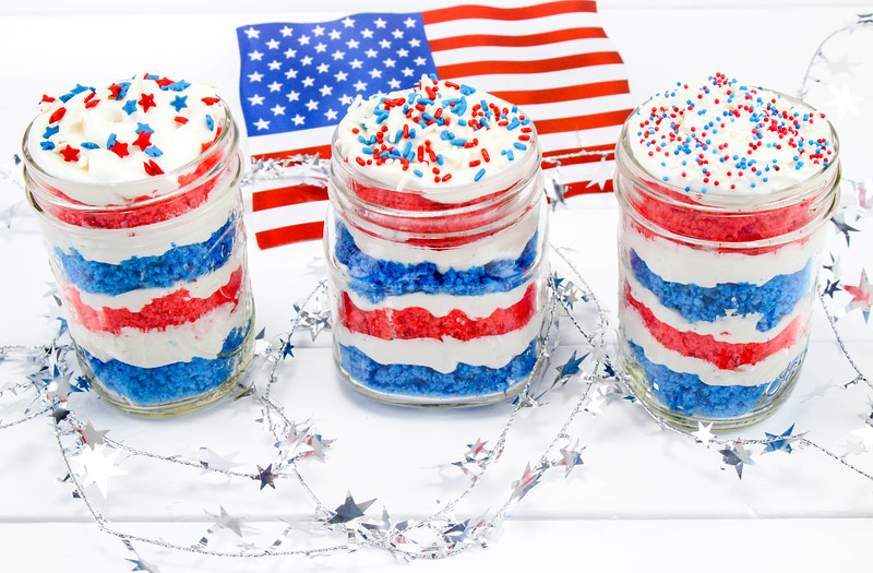 4th of July Cake in a Jar 4.jpg