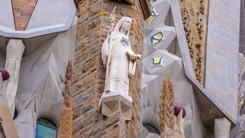 0267b Gaudi Sagrada Familia 16x9.jpg
