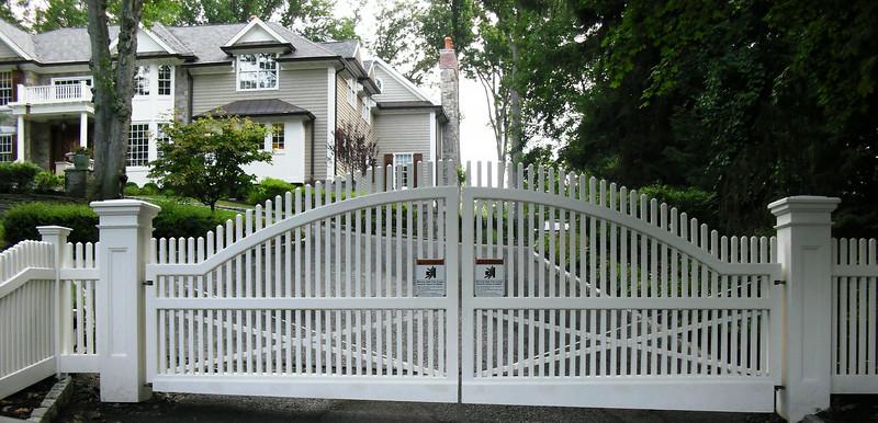 873 - NJ - Arched Chestnut Hill Picket Driveway Gate