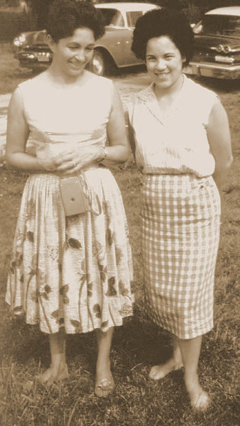 Sharons mom Cecilia (right) and Aunt Beatrice
