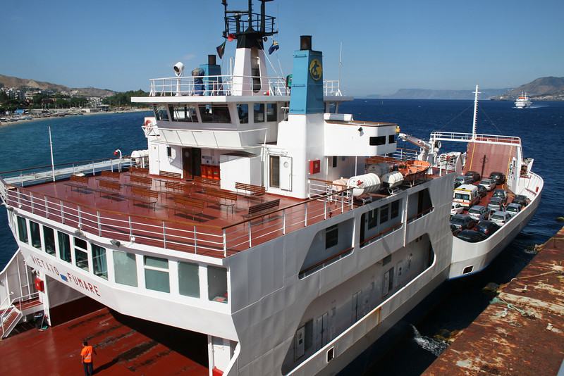 2010 - F/B GIUSEPPE FRANZA embarking in Messina.