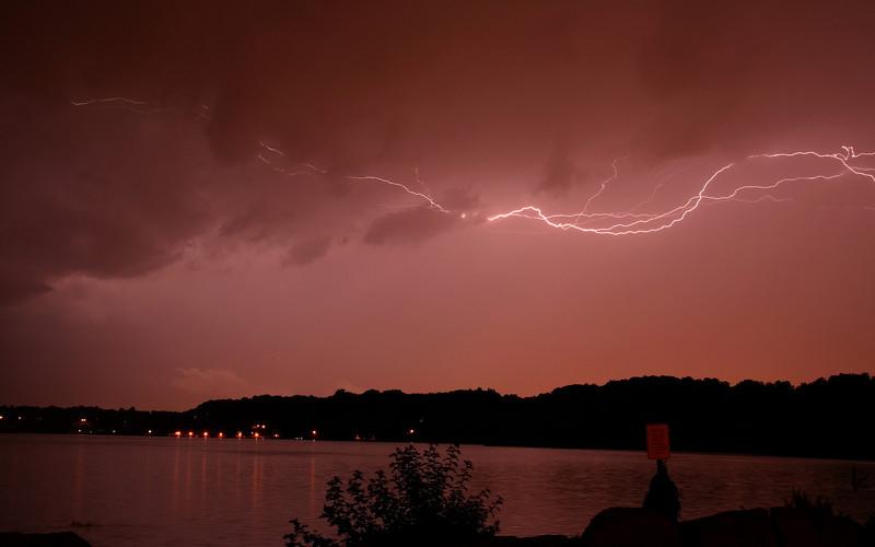 lightning_irond_05_8x5_07232008.jpg