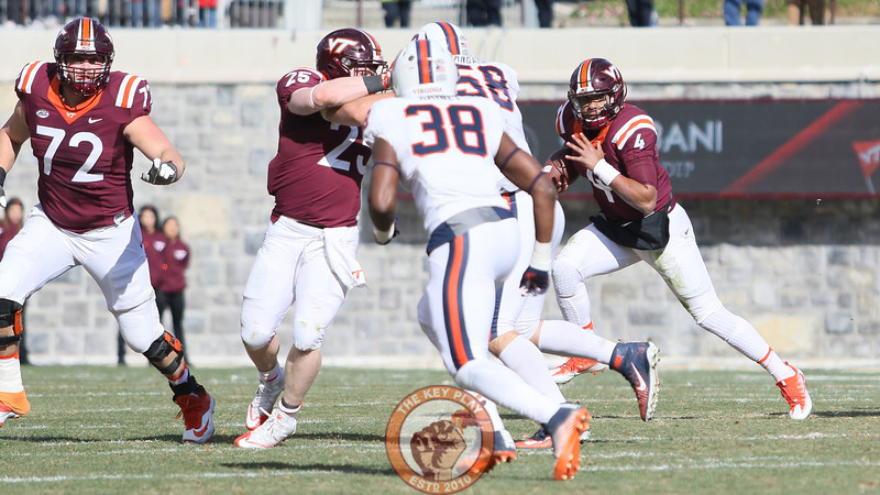 QB Jerod Evans keeps the ball on a run in the second quarter. (Mark Umansky/TheKeyPlay.com